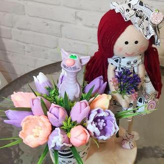 Букет из мыла с мартовским котиком и куклой Мартой