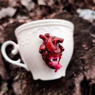 Чашка кофейная с анатомическим сердцем язык клыки оригинальный подарок для девушки подруги