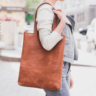 Женская сумка шоппер из натуральной кожи с эффектом легкого глянца коньячного цвета