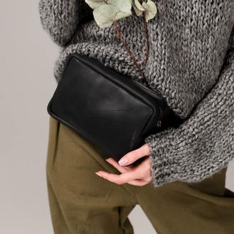 Женская поясная сумка бананка черного цвета ручной работы из натуральной кожи с винтажным эффектом