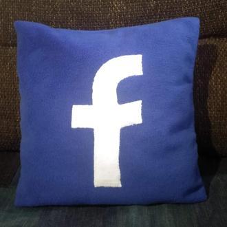 Подушка фейсбук