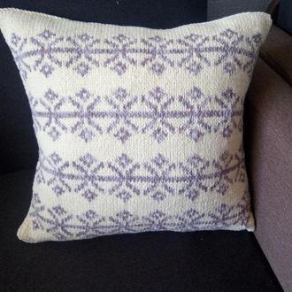 Плетена інтер'єрна подушка