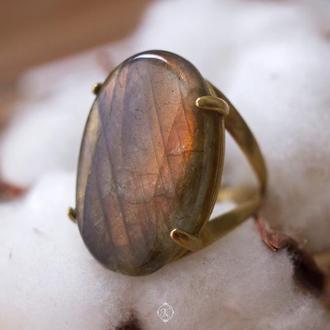 Большое латунное кольцо с камнем лабрадора (лабрадорита)