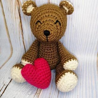 Мишка с сердцем.Вязаный медвежонок.Подарок.