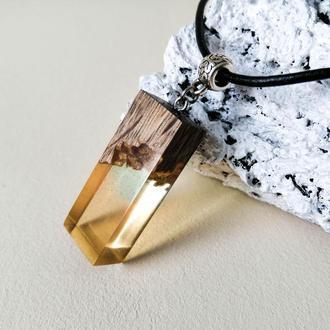 Подарок девушке - нежный кулон из древесины дуба и ювелирной смолы.
