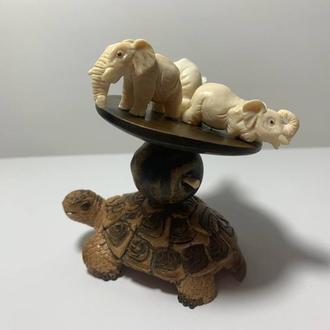 """Фигурка ′Неустойчивое равновесие′, """"Три слона и черепаха"""" из бивня и дерева"""