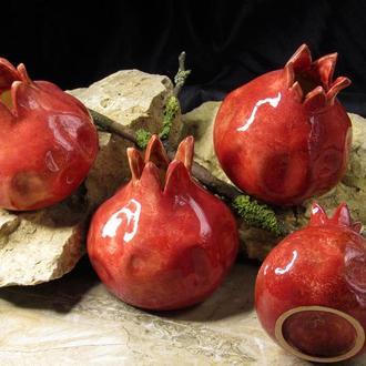 Гранат красный керамический сувенир