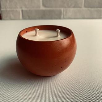 соевая аромасвеча в бетонном подсвечнике