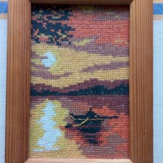 Миниатюра, вышитая крестом. Закат на реке. Деревянная фоторамка, стекло.