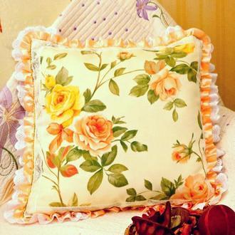Подушка с стиле Прованс Желто-кремовые розы Кружева батист атлас для домашнего декора