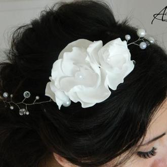Лента из бусин с белыми цветами из фоамирана. Свадебное украшение в причёску из бусин и цветов