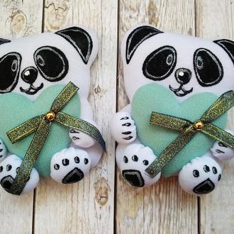Магнитик на холодильник панда с сердцем цвета мяты