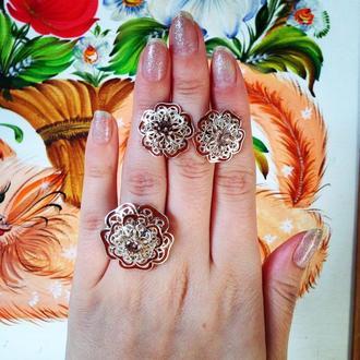 """Комплект серебряных украшений 925 пробы с коричневой эмалью и фианитом """"Пышные Цветы"""""""