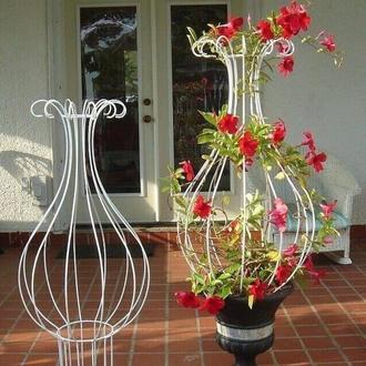 Вазон опора для вьющихся цветов
