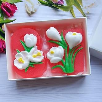 Набор мыла  крокусы в подарочной белой коробке с фигурным окном. Подарки к 8 марта.
