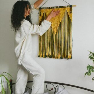 Большое панно макраме с геометрическим орнаментом желто-зеленого цвета Желтое панно Зеленое панно