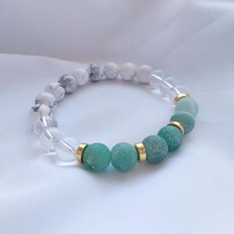 Летний яркий браслет из натуральных камней