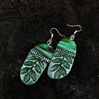 Зеленые серьги подвески с листиками