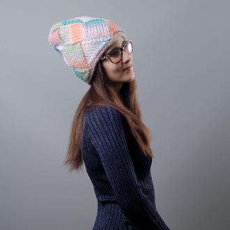 Толстая разноцветная зимняя шапка