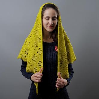 Ажурная женская шаль в ярком желтом цвете
