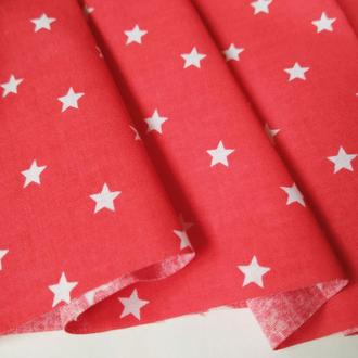 Ткань хлопок для рукоделия мелкие звездочки на красном