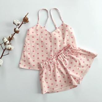 Женская нежно-розовая пижама в сердечки