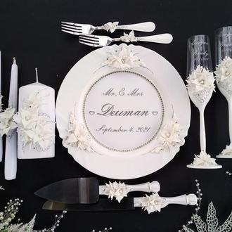 """Свадебный набор """"Лилии"""": бокалы, свечи, тарелка, вилки, нож и лопатка"""