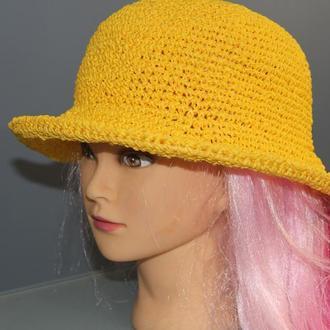 Желтая шляпа из рафии