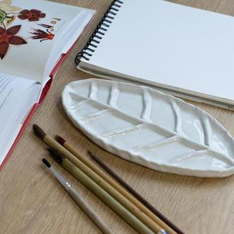 Белая керамическая палитра для рисования (в форме листа)