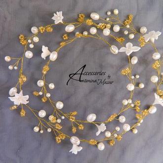 Золотистая лента из бисера, бусин, цветов и проволоки для свадебной причёски