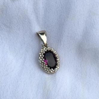 Бордово-фиолетовый серебряный кулон с кристаллом Swarovski и ювелирным бисером
