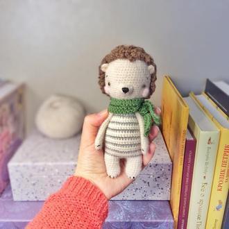Игрушка ежик в шарфике подарок сувенир ручная работа