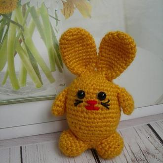Заяц - пасхальный декор. Зайчик вязаный - детская игрушка. Брелок на сумку, рюкзак.