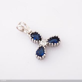 Кулон Хьюпинг трилистник синий камень цвет-серебро L-2см Артикул: 11054