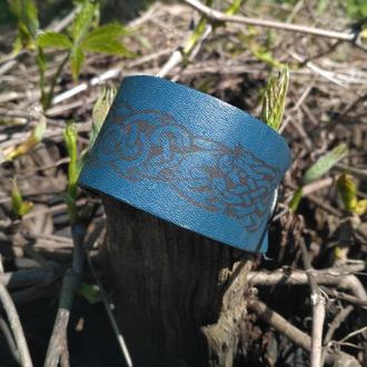 Кожаный браслет со скандинавским узором