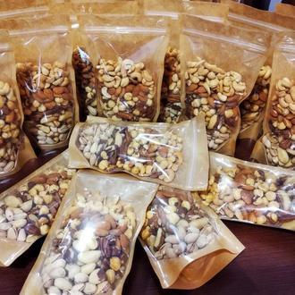 Пакет с орехами