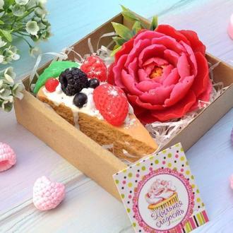Набор мыла на 8 марта  тортик и роза, сладости