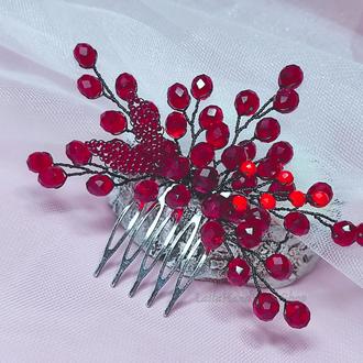 Красный гребешок для волос