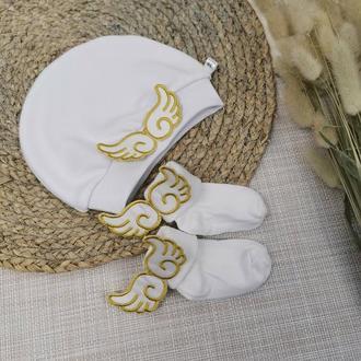 Шапочка с крыльями, носочки с крылышками, крестильный набор