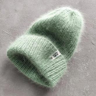 В'язана шапка жіноча