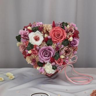 """Букет """"Для королеви серця"""" з живих стабілізованих долгосвежих троянд"""