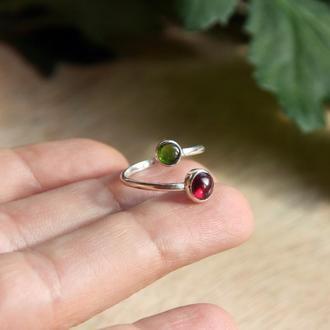 Серебряное кольцо с гранатом и хромдиопсидом, разомкнутое кольцо