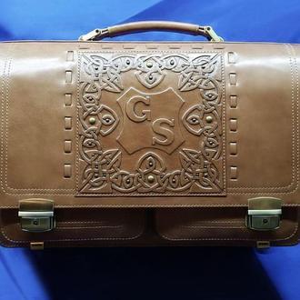 Кожаный портфель с инициалами