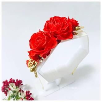 Ободок с красными розами и золотыми листиками