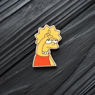 Деревянный значок - брошь Лиза Симпсон