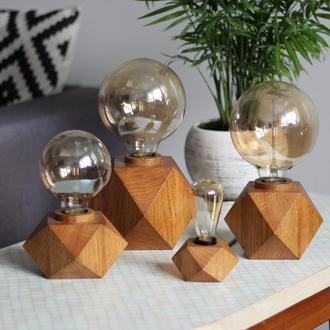 Настольный светильник из дерва дуба в стиле лофт с лампой Эдисона. Корпоративный подарок.