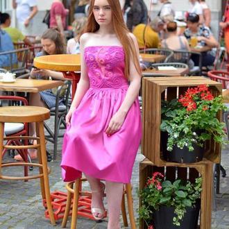 Платье атласное с декором