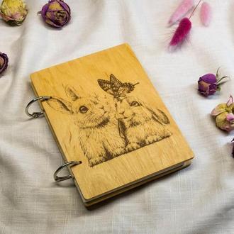 Экологичный блокнот из дерева Милые зайцы