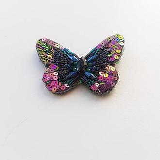 Брошь бабочка хамелеон из бисера, страз и пайеток .