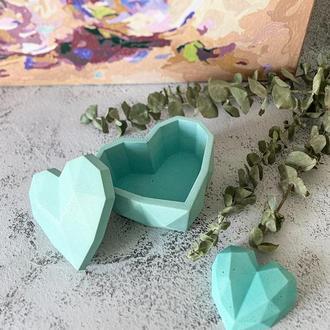 Шкатулка в форме сердца из бетона